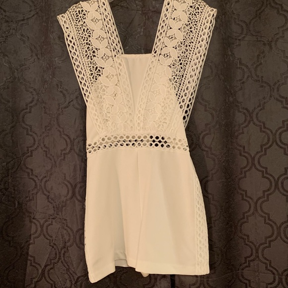 do & be Dresses & Skirts - Size medium white romper!